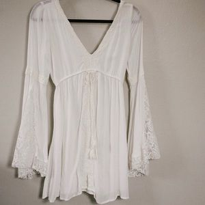 Abercrombie & Fitch white v neck beach dress